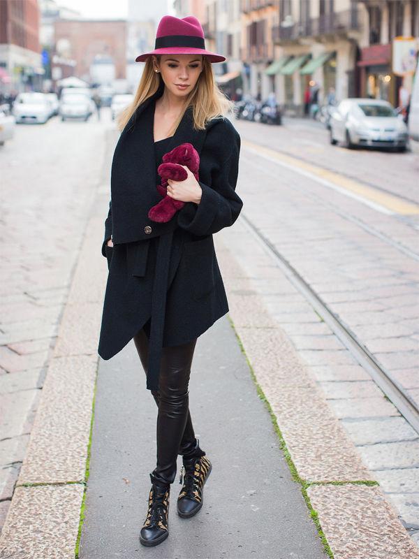 Образ с бордовой шляпой
